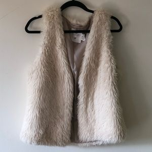 Faux Fur Shaggy-StylevVest. Size M